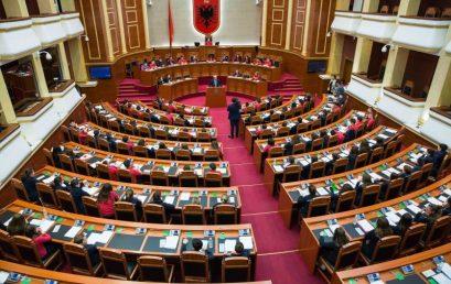 """Nxënësit e """"Turgut Özal"""" në Kuvendin e Shqipërisë"""