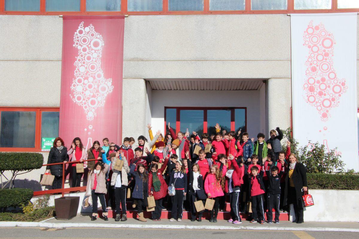 Nxënësit e klasave të 4-ta vizitojnë fabrikën e Coca-Cola