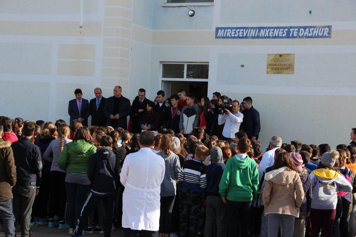 """Klubi Shpresa donacion për shkollën 9-vjeçare """"Tahir Sinani"""""""