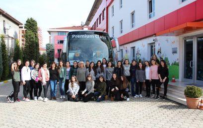 Shëtitja e vajzave të klasave të nënta në Kolashin