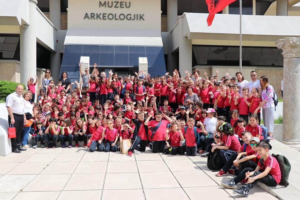 Shëtitje në Durrës me klasat e dyta
