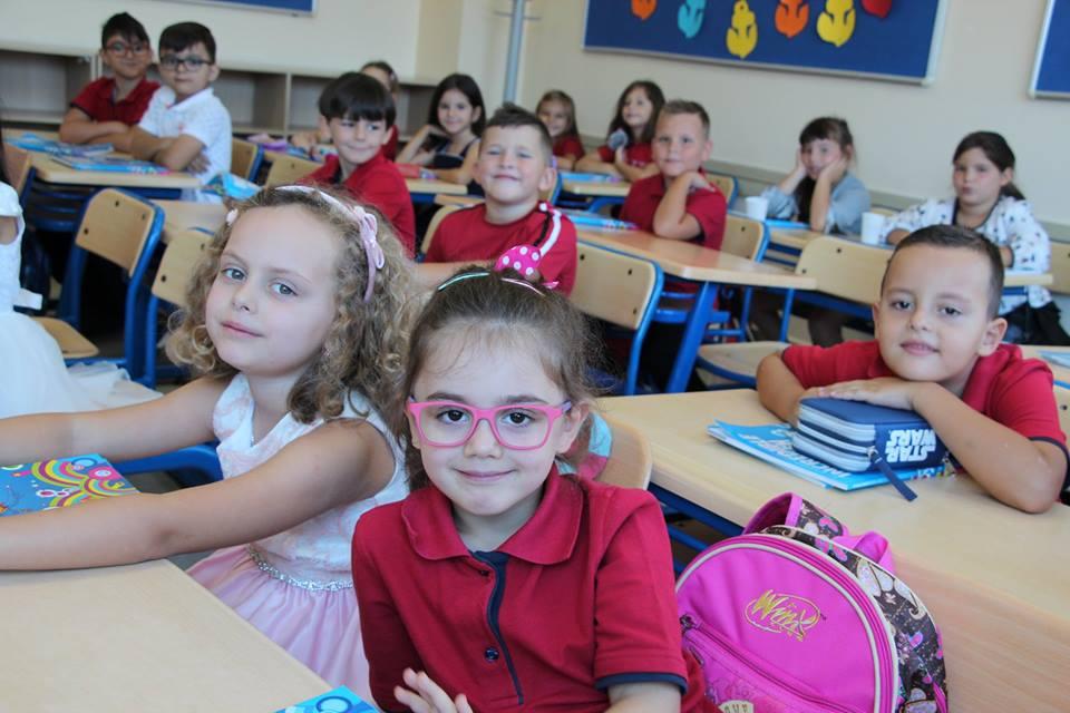 """Fëmijët e klasave të para në Kolegjin """"Turgut Ӧzal"""""""