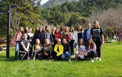 Një fundjavë e këndshme në Llogara me vajzat e klasave të 7-ta, të 8-ta e të 9-ta