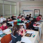 Argëtohemi dhe mësojmë duke përdorur teknologjinë