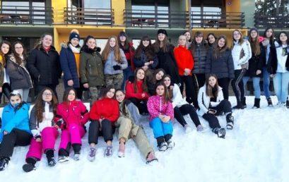 Vajzat e klasave të 7-ta dhe të 8-ta në Mavrovë