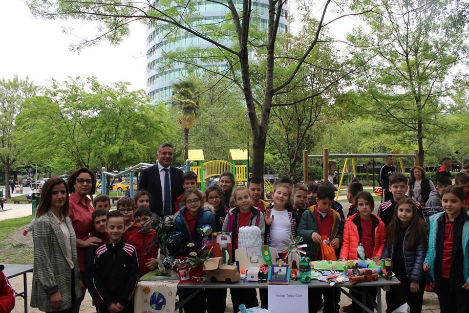 Nxënësit e klasës së 3F në një aktivitet në Ditën e Tokës
