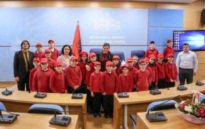 """Nxënësit e klasës 4F të kolegjit """"Turgut Ozal"""" vizitë në  Ministrinë e Arsimit, Sportit dhe Rinisë"""