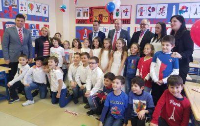 Përfaqësues të Ambasadës Franceze mikpriten nga klasa e 2B